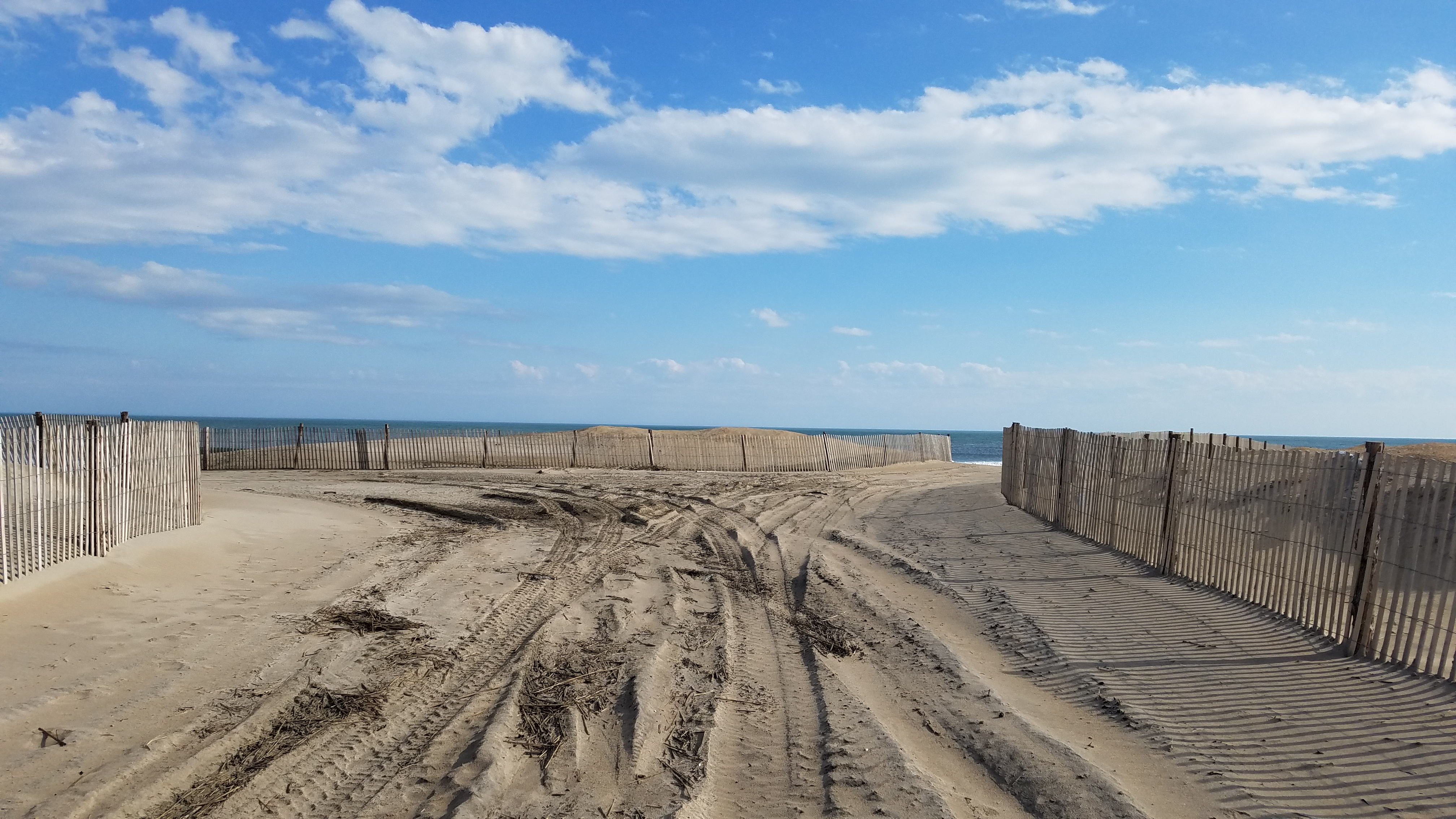 sussex county, fenwick island state park, middle surf fishing crossovver, orv access, drive on beach, bethany beach, dune fence, sand,